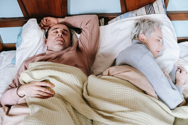 法25年研究曝:若「中年」睡眠不足 70歲離失智症風險增30%!   E