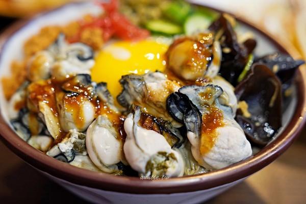 蚵仔魯肉飯+爆漿蛋液!宜蘭在地懷舊小吃 蝦燒賣內餡多汁蔥味濃 | ETt