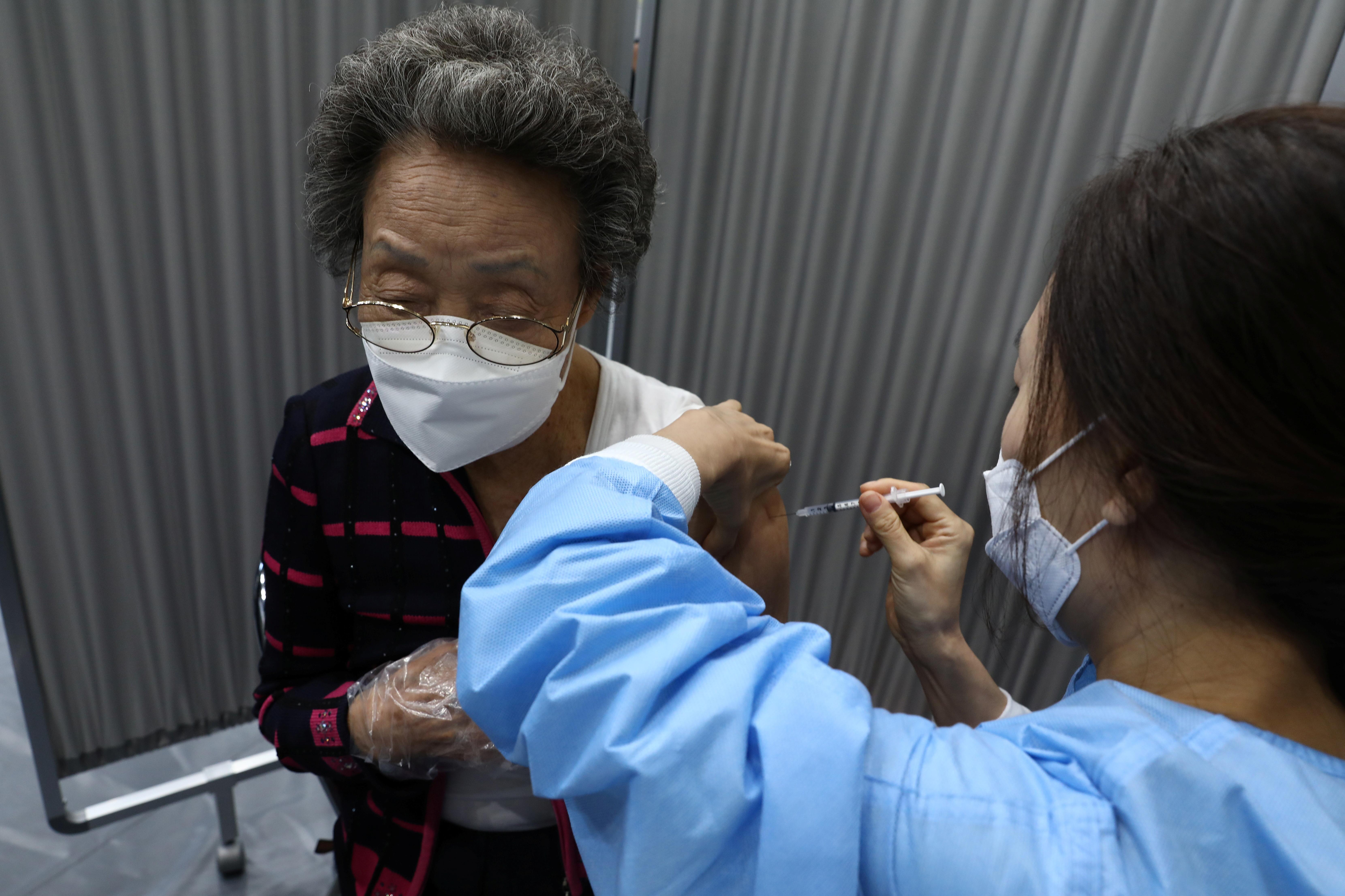▲▼受到新冠疫苗副作用、延遲供應等影響,南韓接種計畫在執行速度上不如預期。(圖/路透社)