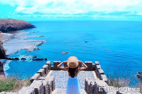 澎湖七美交通景點攻略!秘境月牙灣踏浪 白色天堂路直奔大海超夢幻 | ET
