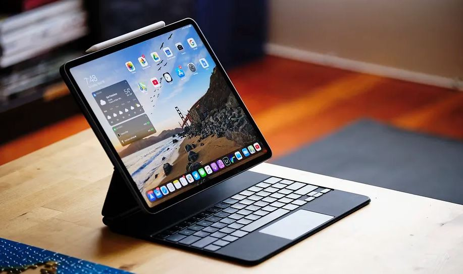 ▲12.9吋5G iPad Pro不適用前代Magic Keyboard。(圖/取自The Verge)