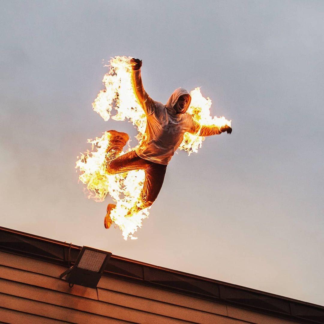 ▲▼法國25歲特技演員維吉爾著火後從3樓縱身躍下。(圖/翻攝自Instagram@bryanvigier)