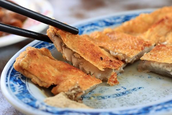 早餐必吃香煎魚肚!台南70年虱目魚丸老店 肉酥飯入口即化不油膩 | ET