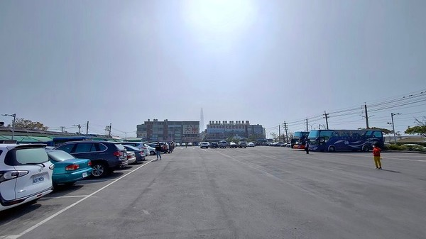 ▲▼興達港觀光漁市。(圖/大口老師的走跳學堂提供)