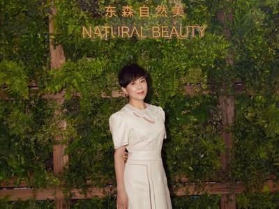 上海「小希臘」曝光!劉嘉玲穿白洋裝 大逆齡挺東森自然美