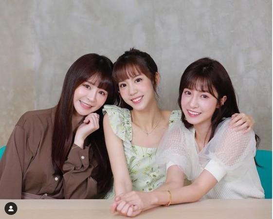 ▲何孟遠控元元(左)、陳敬宣(右)雙面。(圖/翻攝自Instagram/1105ya)