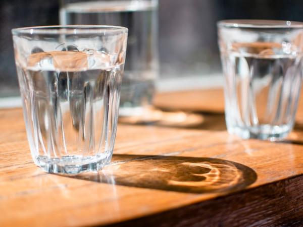 網親試「8杯水減重」成功甩肉5kg 營養師:3種人不能喝 | ET Fa
