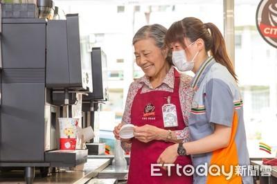 統一超為失智爺奶開咖啡館「創千萬服務價值!」 首獲台灣永續金獎
