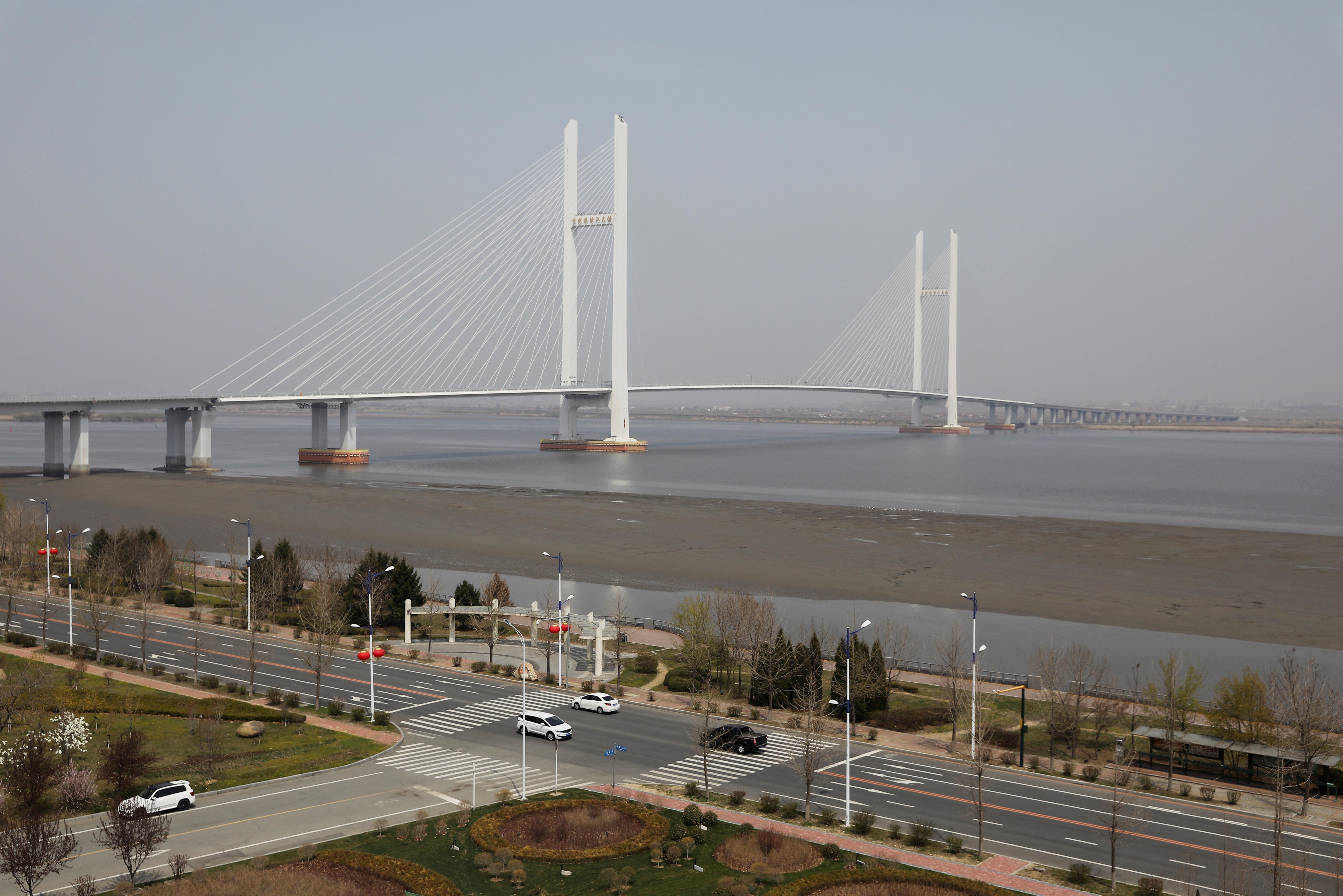▲▼連接北韓新義州與中國遼寧丹東的新鴨綠江大橋。(圖/路透社)