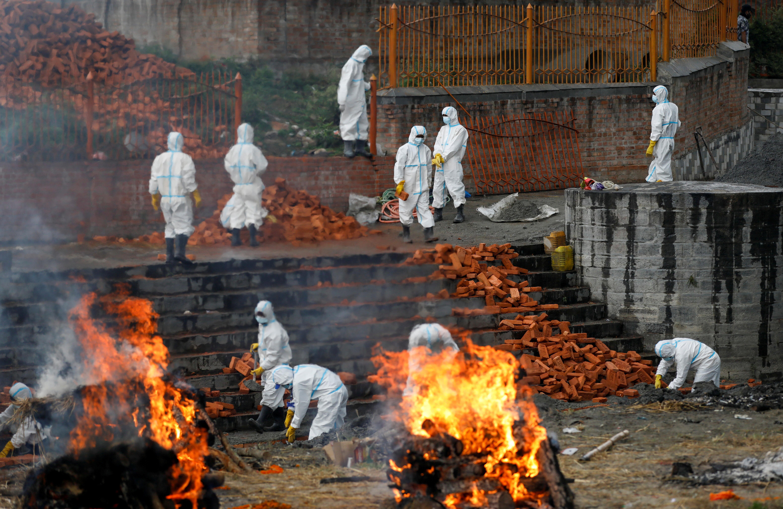 ▲▼尼泊爾新冠確診與死亡病例激增,圖為加德滿都的火葬場。(圖/路透社)
