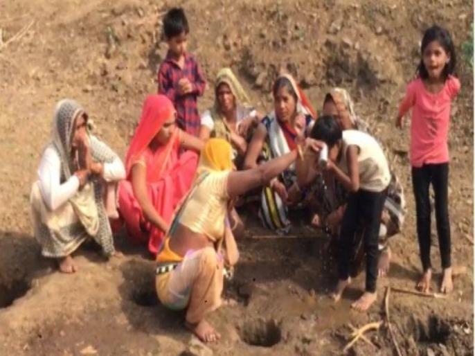 ▲▼印度中央邦古納民眾,相信喝下「神水」能治癒新冠。(圖/翻攝自TV9 Hindi)