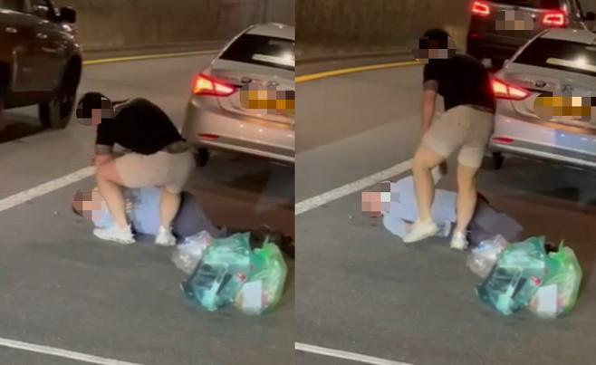 ▲▼20歲刺青男在首爾路邊痛打60多歲計程車司機。(圖/翻攝自韓網)