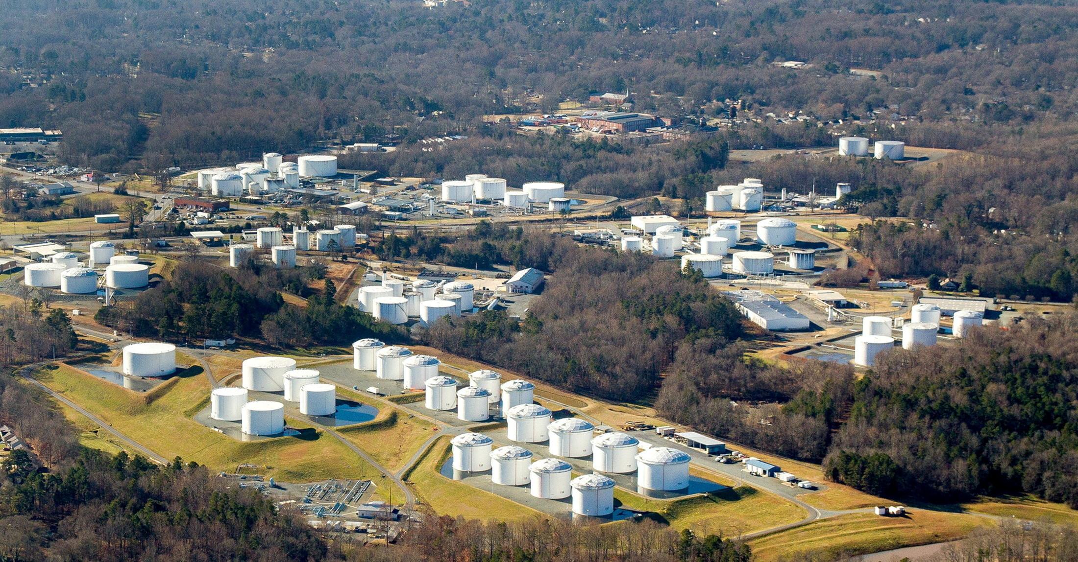 ▲▼美國輸油管系統營運商Colonial遭網路駭客攻擊,圖為北卡羅萊納州的貯油槽。(圖/路透社)