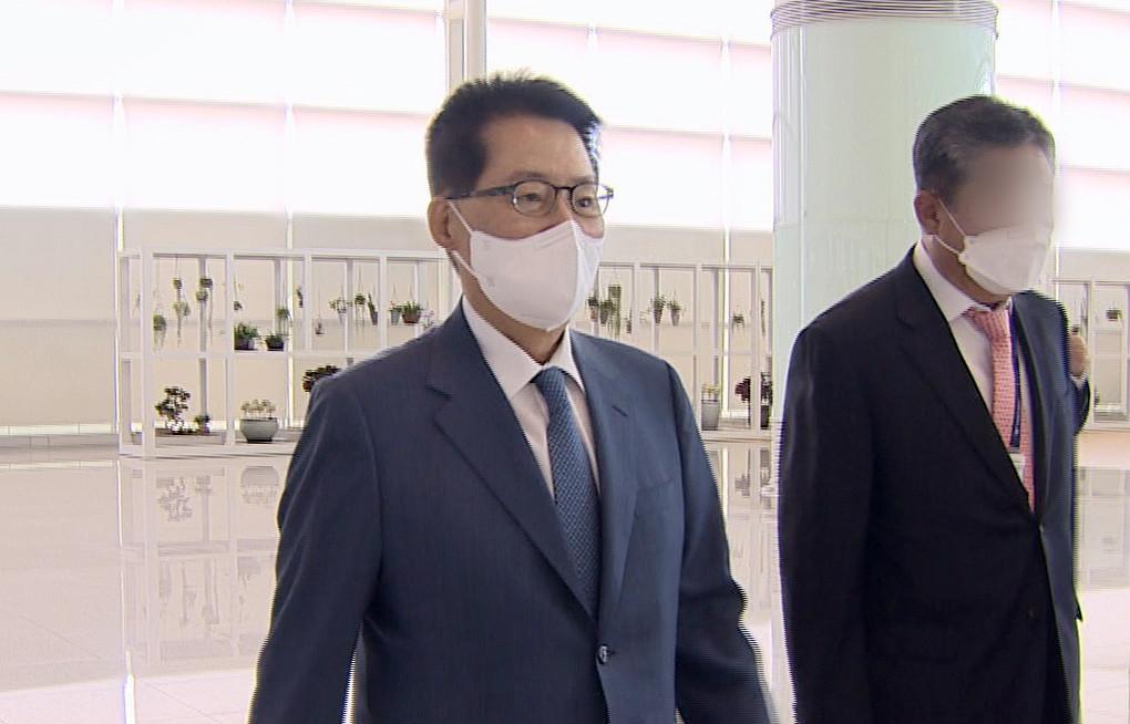 ▲▼南韓國家情報院長朴智元11日搭機前往日本東京,準備與美日情報首長進行會晤。(圖/達志影像)