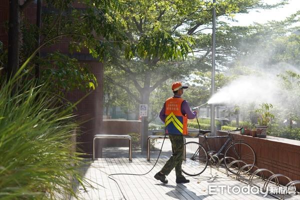 ▲為讓學子安心考試,台南市環保局已完成全市17個考場校園及周遭環境消毒,16日考試結束後還會再次消毒,以降低可能傳播的風險。(圖/記者林悅翻攝,下同)