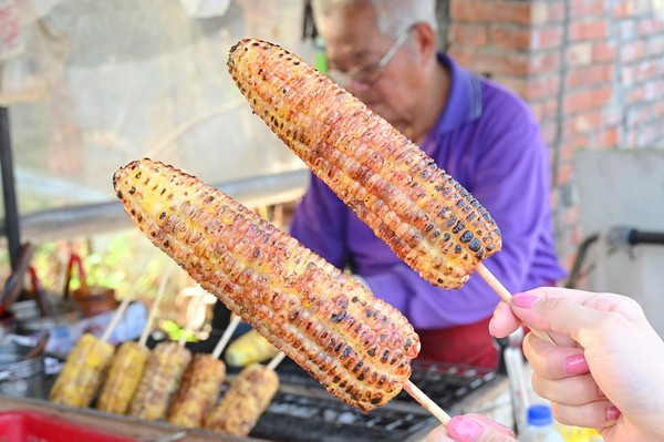 米粒飽滿口感Q軟!雲林飄香60年烤玉米 獨門紅色醬汁香氣逼人 | ETt