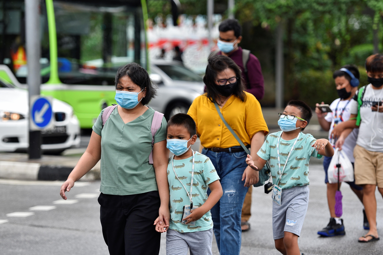 ▲▼新加坡有7所小學出現學生確診,教育當局宣布19日起實施居家學習。(圖/路透社)