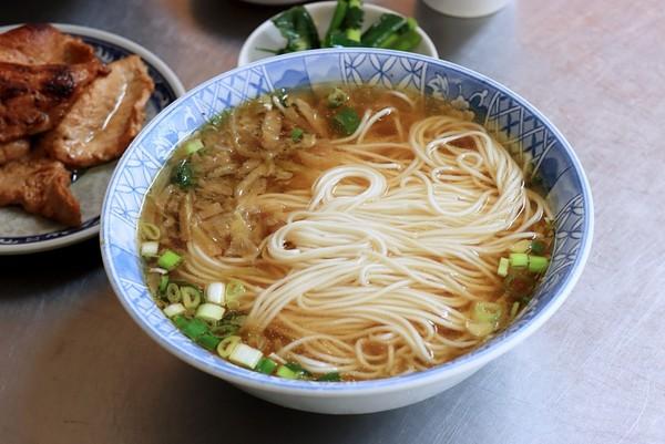 麵條彈又順!台中人氣上海麵點 金黃豬排油亮多汁必比登也推薦 | ETto