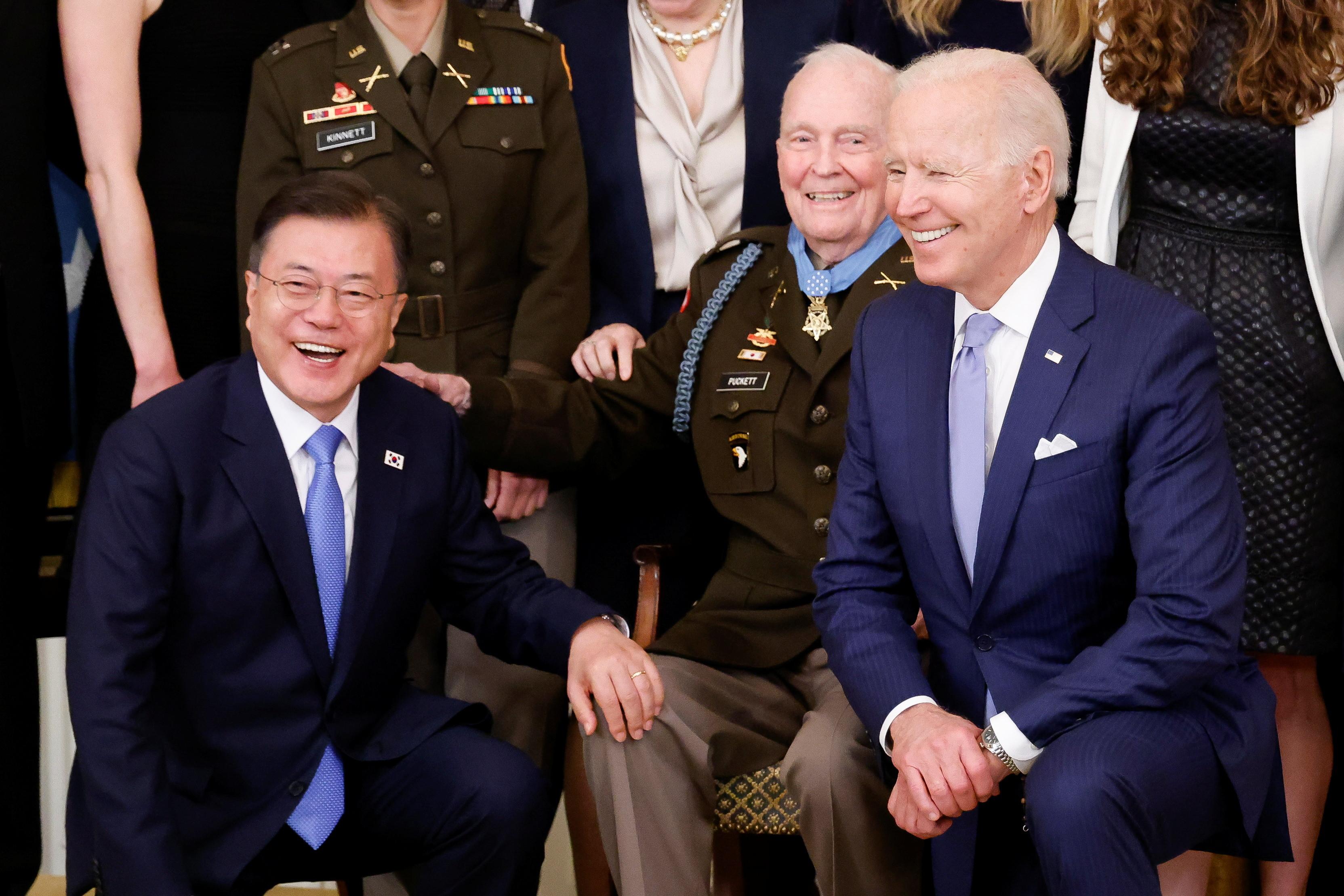 ▲▼拜登在韓戰老兵勳章授予儀式上,連續口誤稱文在寅為「總理」。(圖/路透社)