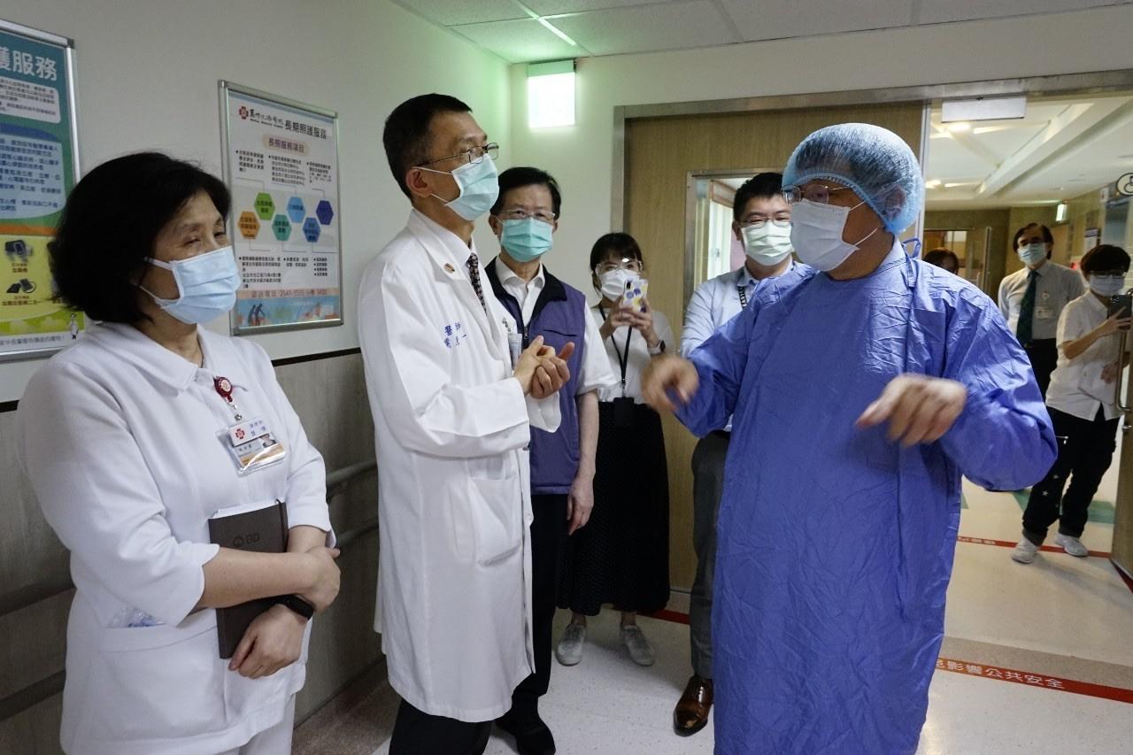 COVID-19,疫情,急診,病房,病人,呼吸器,醫療量能,匡列,醫事,教育訓練,健保
