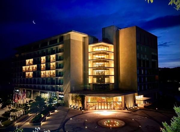 日月潭最美溫泉酒店休館至6/8 點燈「+U」為台灣打氣   ETtoda