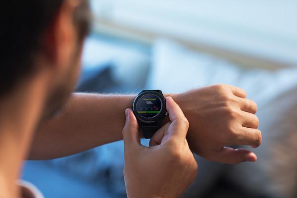 穿戴式健康錶隨時掌控血氧!專屬App隨時上傳數據遠距分享 守護全家健康