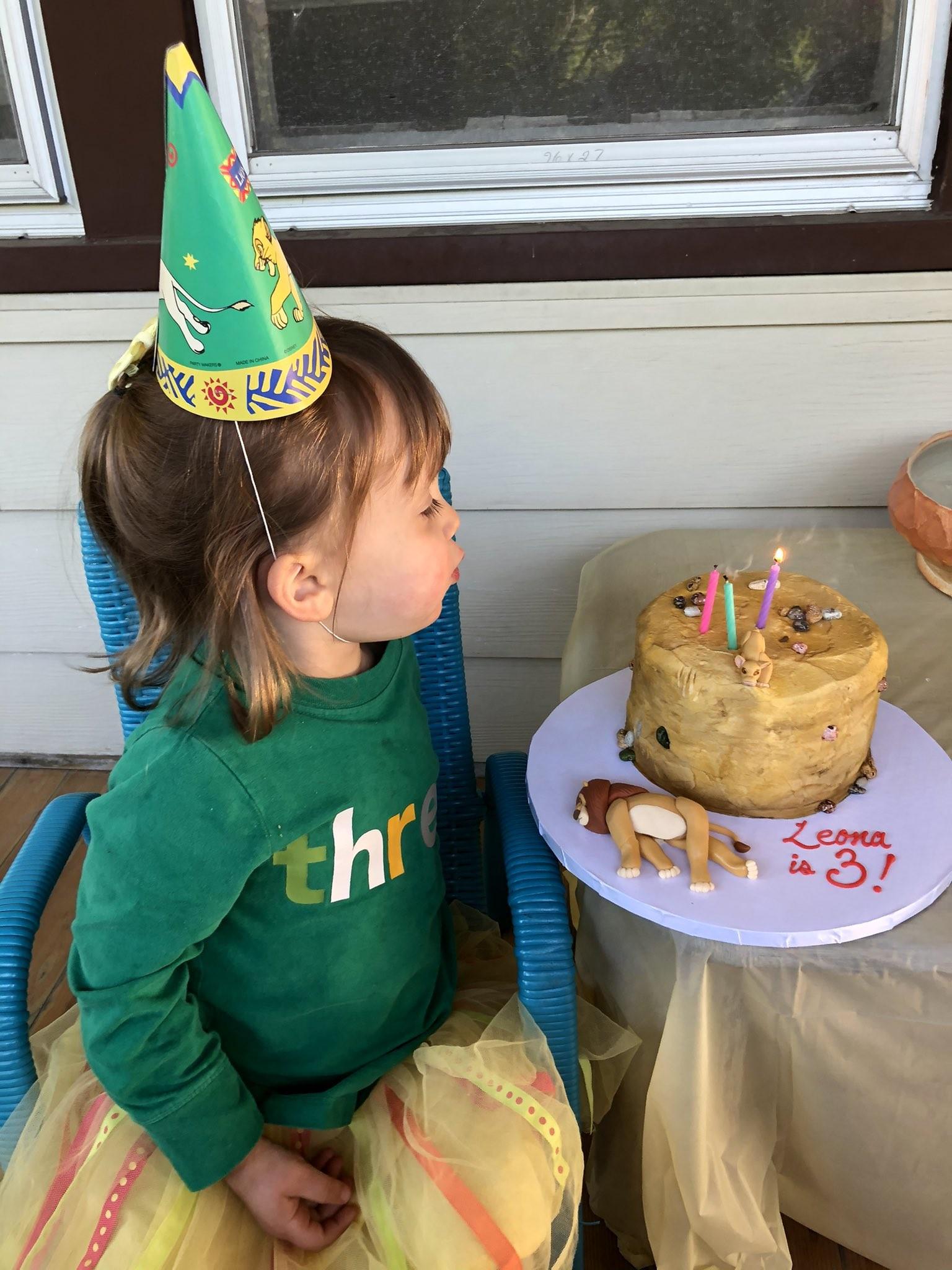 ▲▼ 3歲小女孩生日蛋糕。(圖/翻攝自Twitter/)