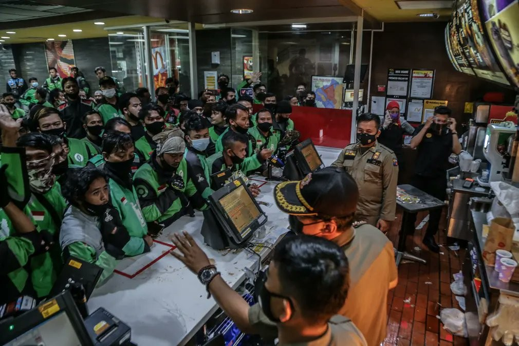 [新聞] 印尼麥當勞開賣BTS套餐「外送員海量湧入」當局憂群聚命暫停營業