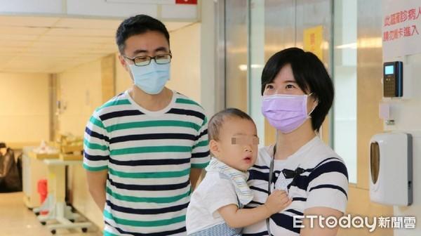 男嬰染新冠住院難吞藥! 「母乳間接餵中藥」2天後PCR陽轉陰