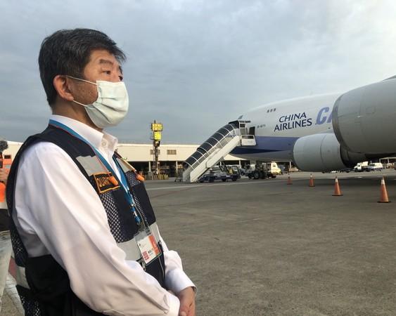 快訊/阿中親自迎接!首批「日本組合負壓隔離艙」抵台畫面曝光
