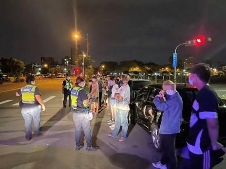 快訊/台中14年輕人群聚尬聊!跑給警察追 裁罰金額出爐