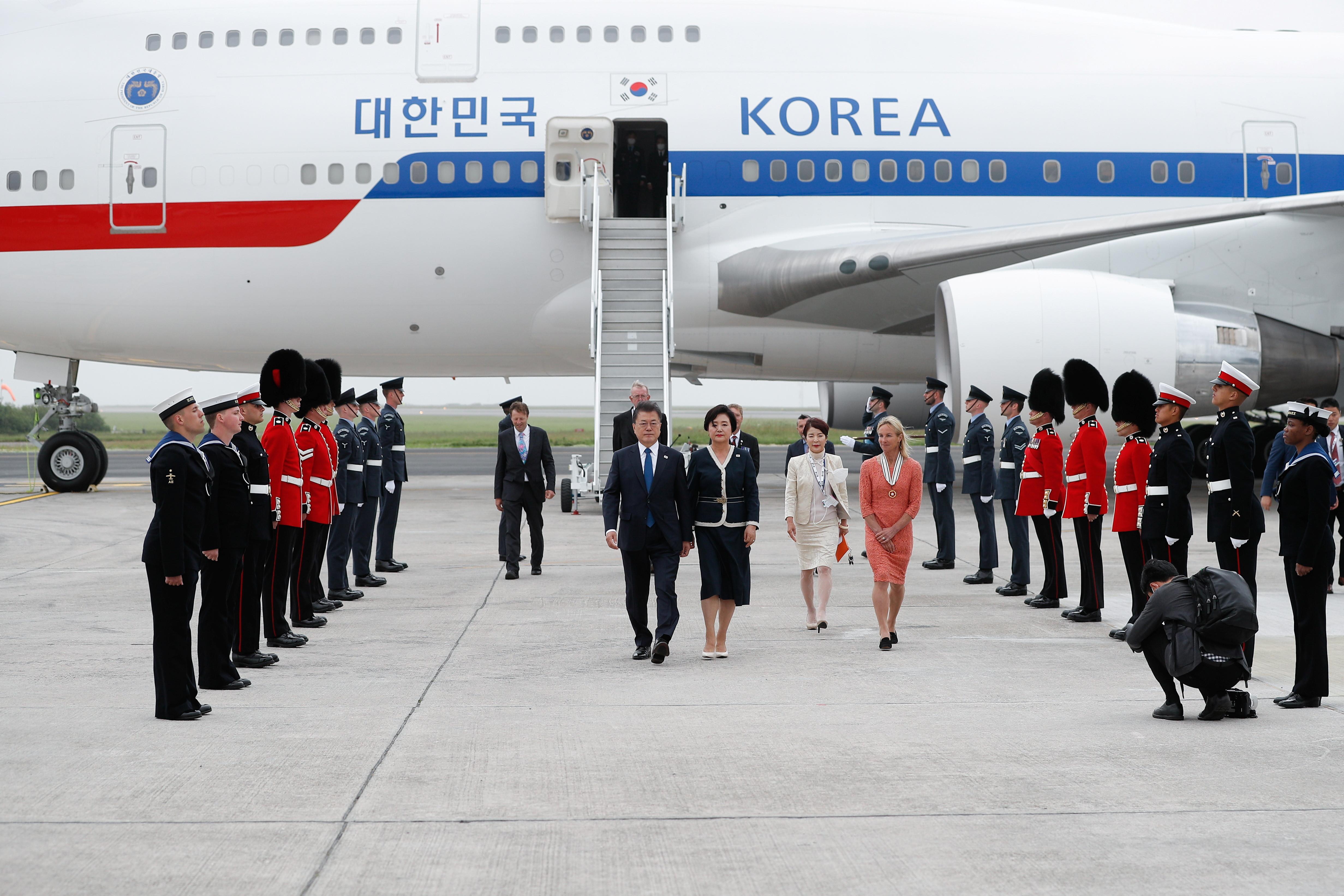 ▲▼南韓文在寅夫婦抵達英國康瓦爾郡,準備出席G7峰會。(圖/達志影像)