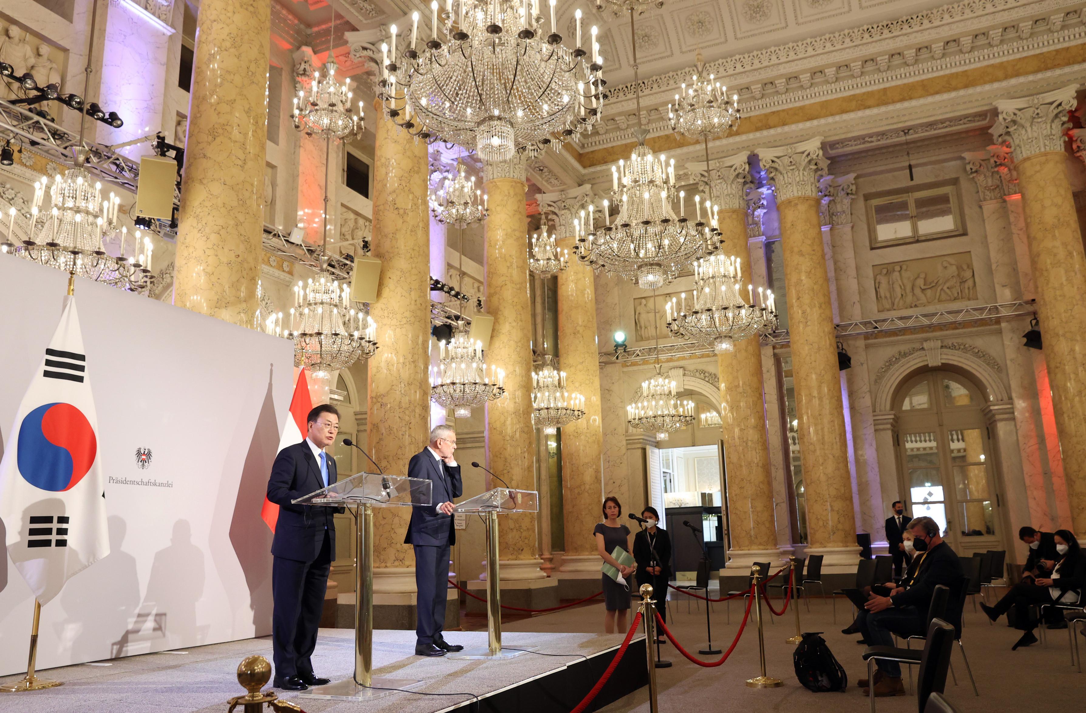 ▲▼文在寅會晤奧地利總統范德貝倫,雙方會後舉行聯合記者會。(圖/達志影像/newscom)