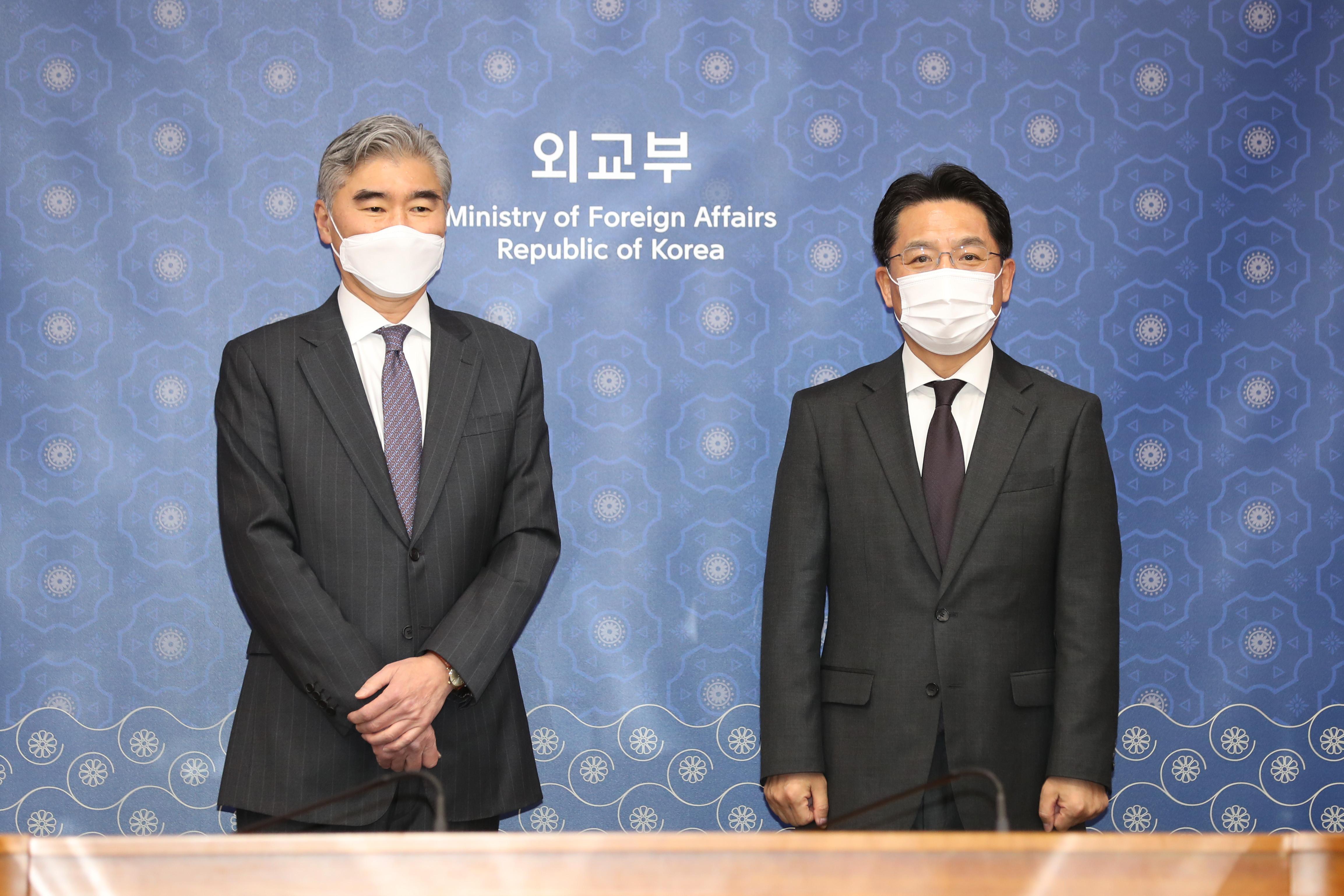 ▲▼美國對北韓特別代表金星(左)、南韓韓半島和平交上本部長魯圭悳(右)。(圖/達志影像/newscom)