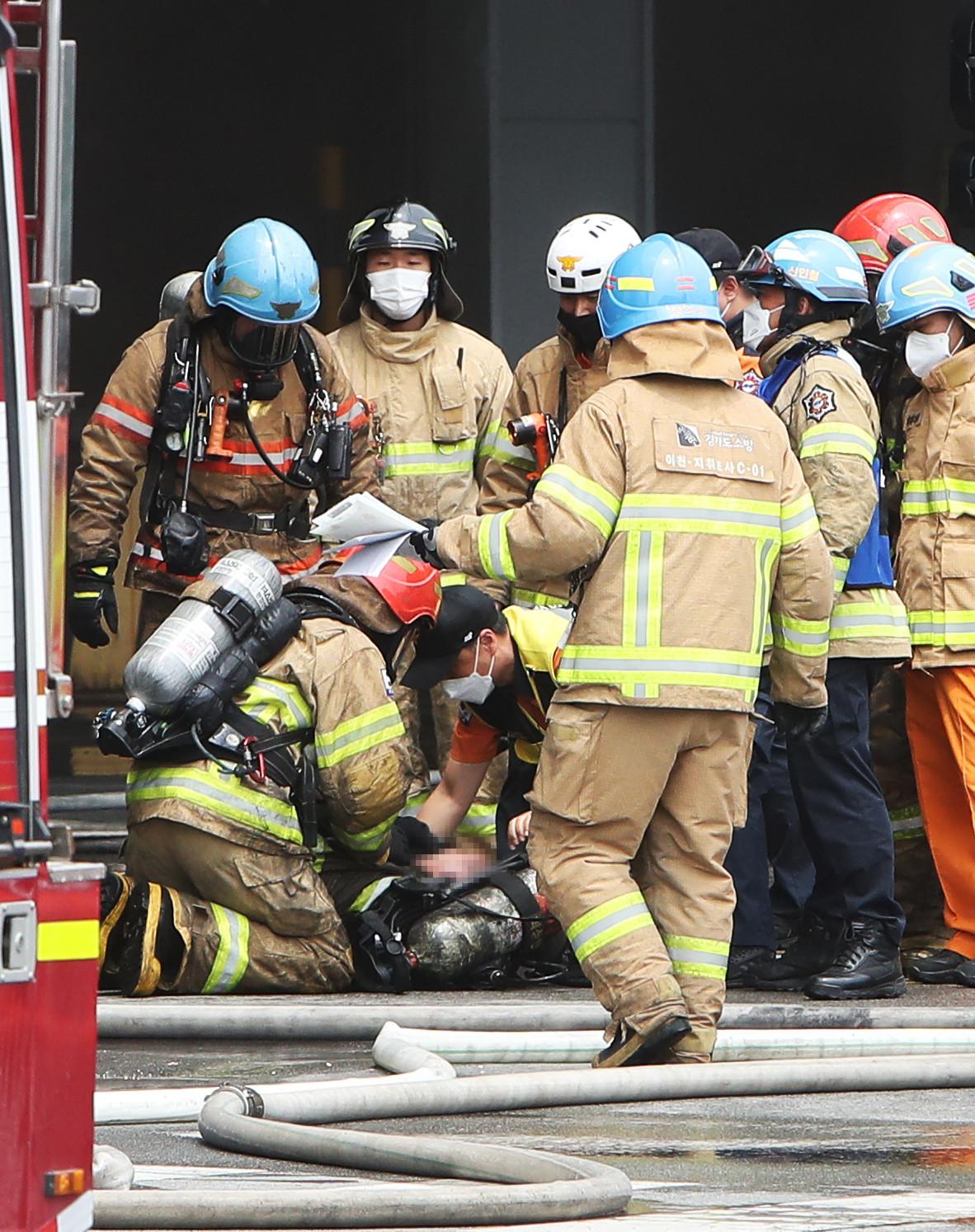▲▼金姓消防員受困前,曾指示其他4名隊員先離開現場。(圖/達志影像/newscom)