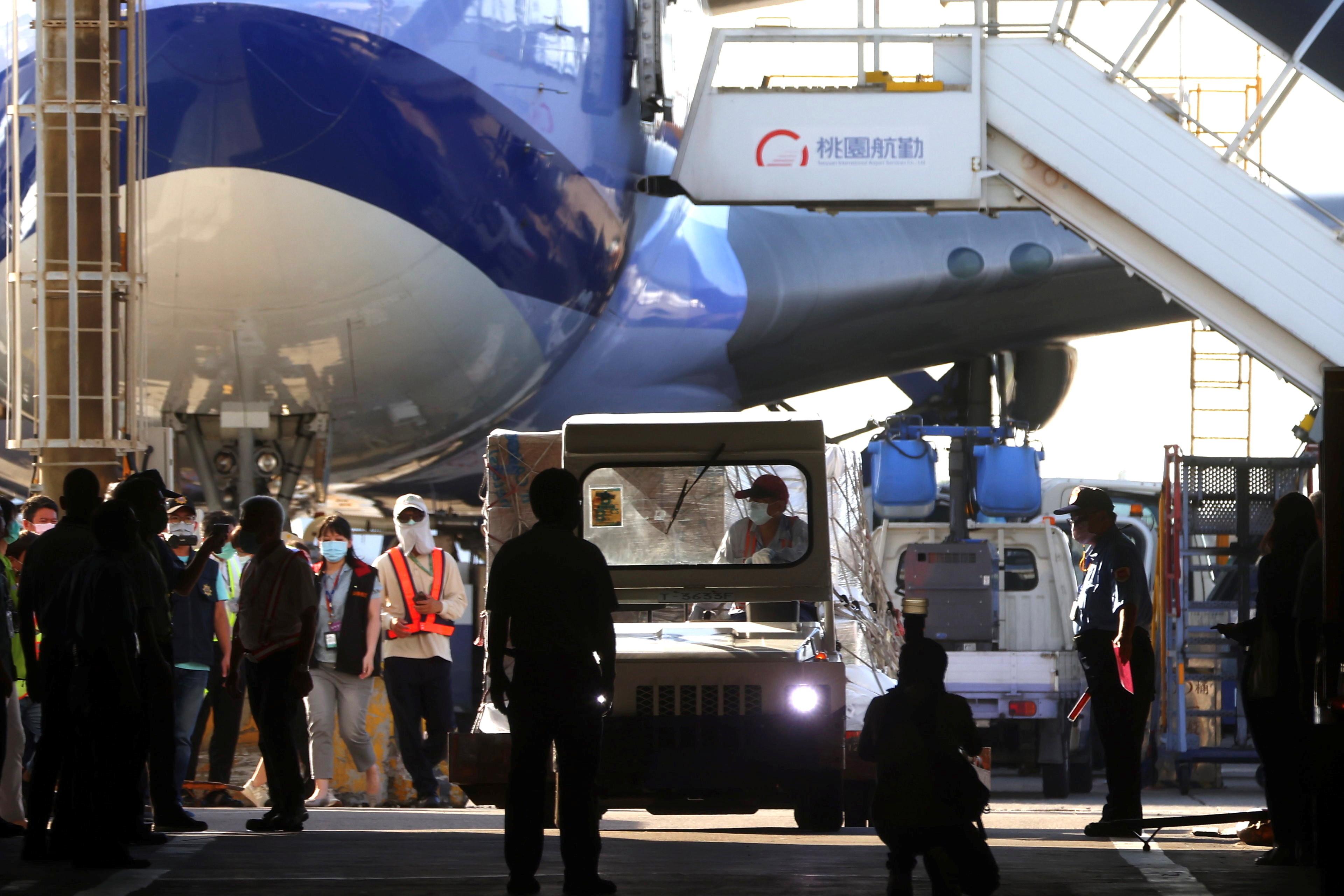 ▲▼美國提供250萬劑莫德納疫苗給台灣,預計20日下午抵達桃園國際機場。(圖/路透社)