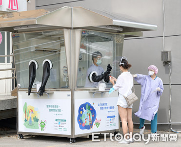 上銀捐贈50座無塵正壓採檢亭 助醫護人員在零風險環境下採檢