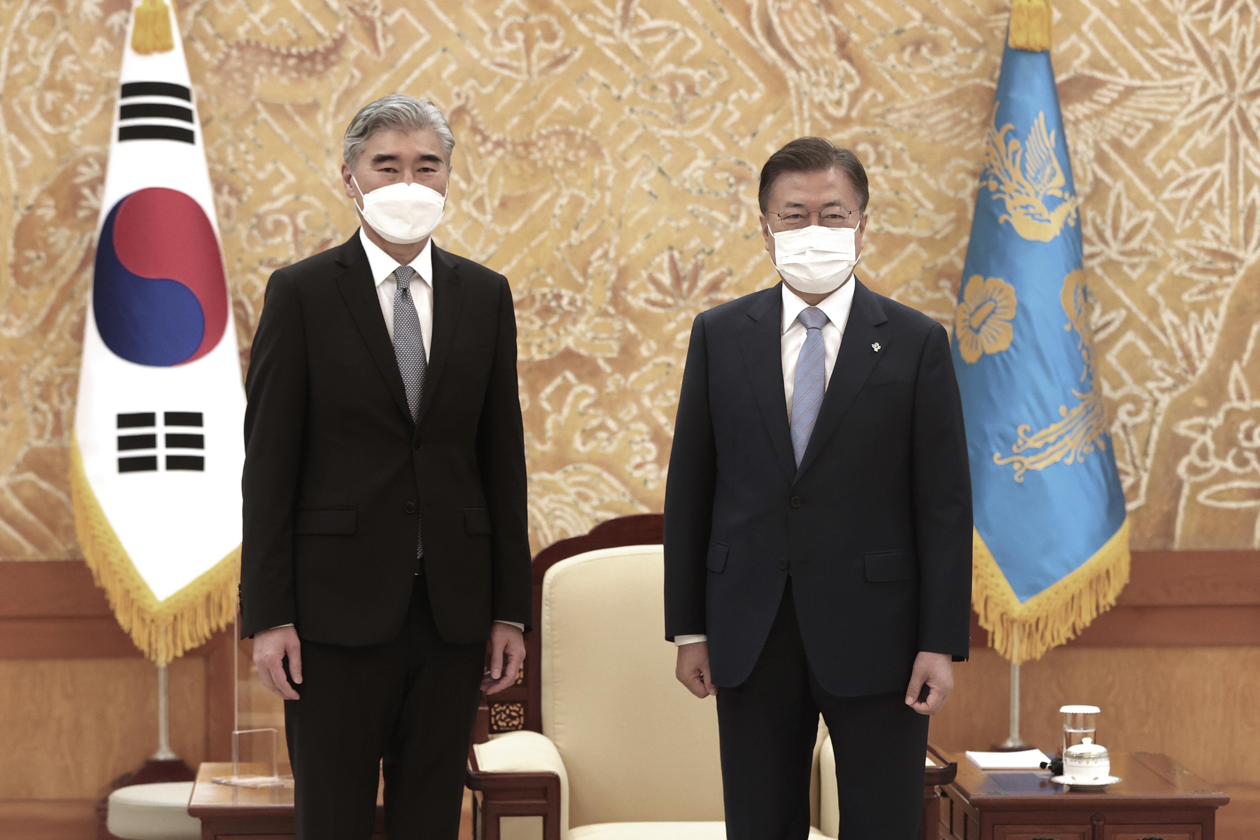 ▲▼南韓總統文在寅22日在青瓦台接見美國對北韓特別代表金星。(圖/達志影像/美聯社)