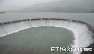 南化水庫大進補!溢流美景再現「蓄水量破9100萬噸!」