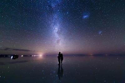 絢麗的天空之鏡,彷彿置身宇宙星海