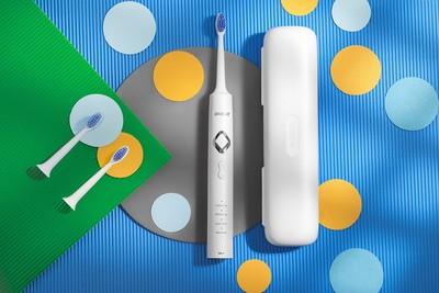 黑人推自家品牌電動牙刷 主打「牙齒按摩」在家紓壓