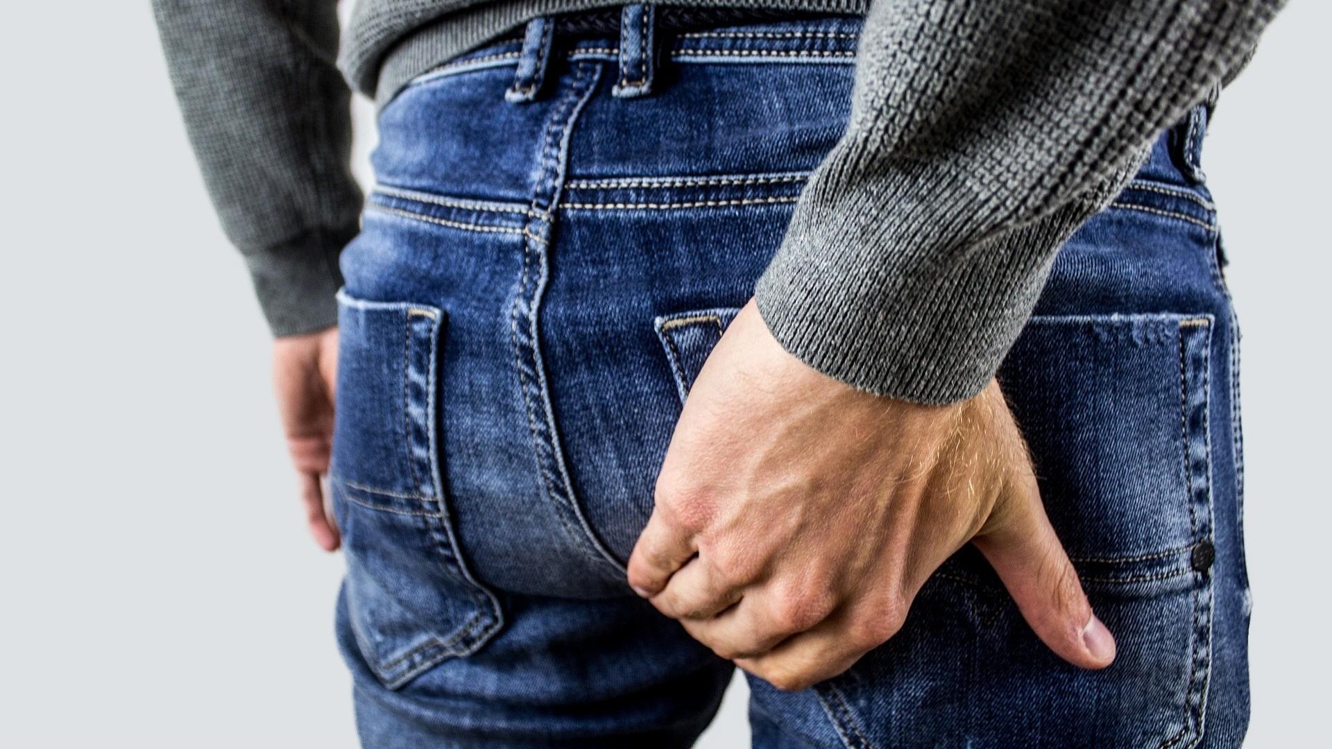 ▲屁股痛,直腸檢查,前列腺檢查,開菊,拉肚子,腸胃不適,摸臀,摸屁股。(圖/pixabay,示意圖,非本文當事人)