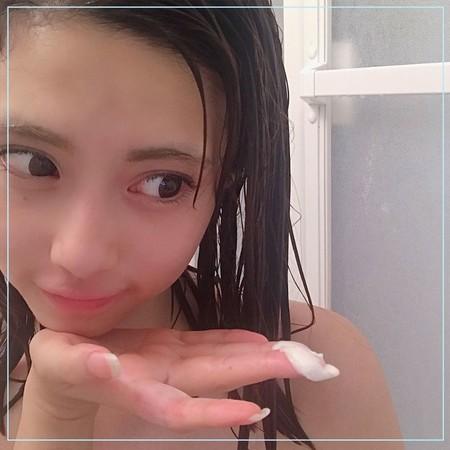 ▲▼ 皮膚科醫師教「正確洗頭步驟」。(圖/翻攝unsplash、IG)