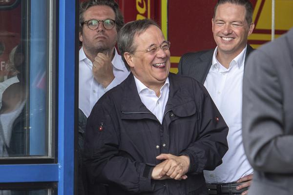 西歐洪水已釀德國196死 梅克爾接班人「勘災大笑」民調慘剩26% | E