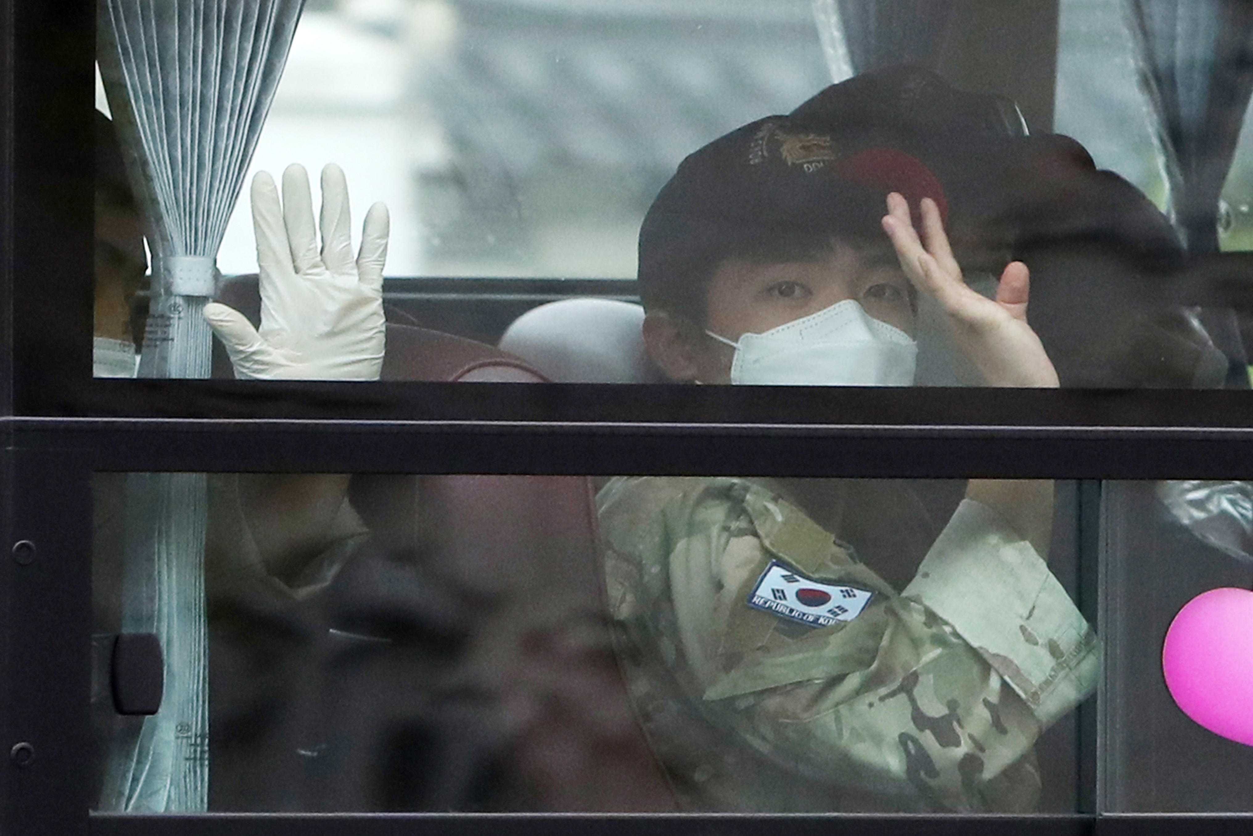 ▲▼篩檢報告呈現陰性的31人將送往慶尚南道鎮海海軍設施接受14天的隔離。(圖/達志影像)