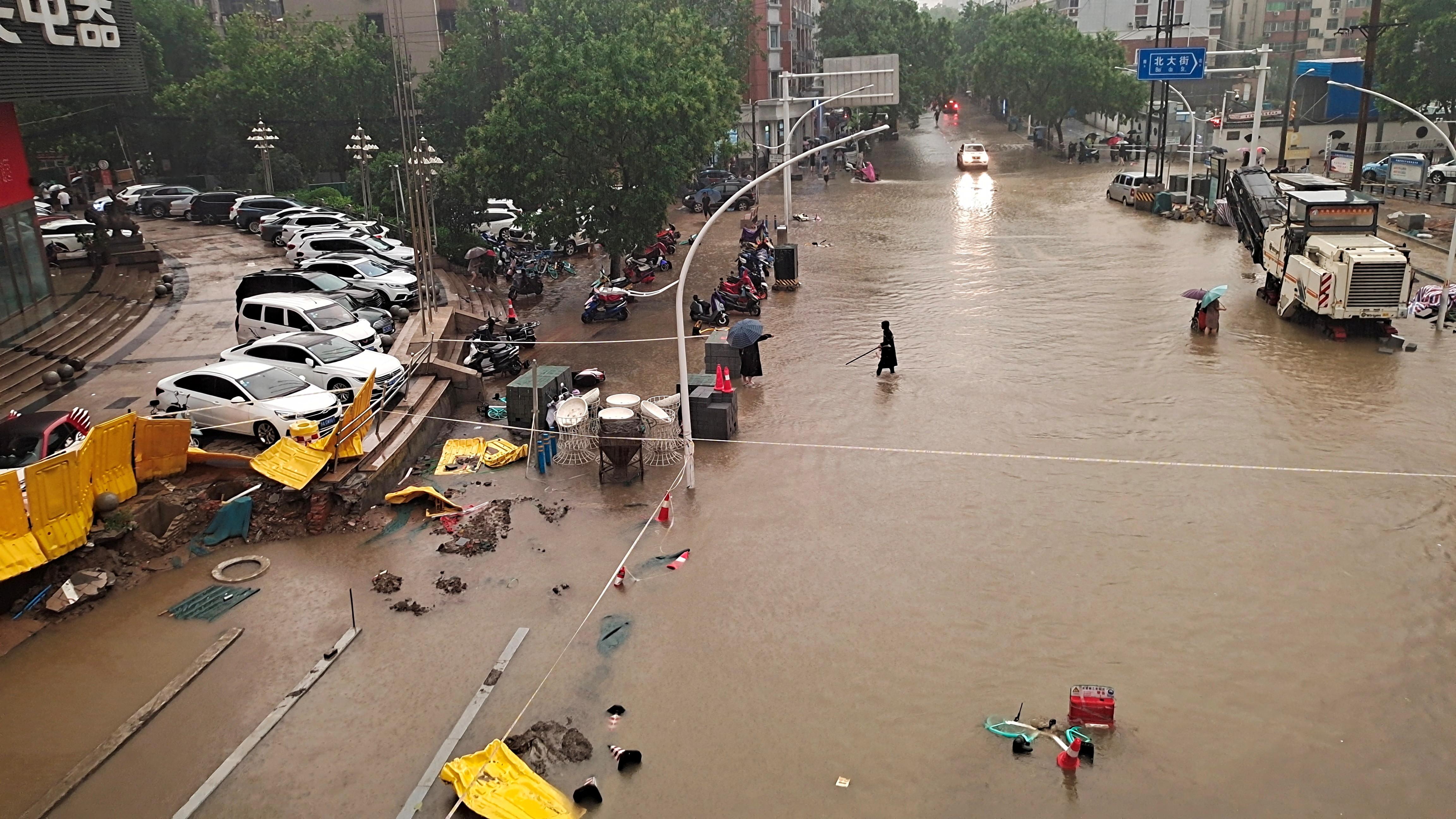 極端氣候,旱災,水災,森林大火,鄭州,高鐵,盧碧,交通建設,前瞻,捷運,公路,風險,預防,預警,颱風