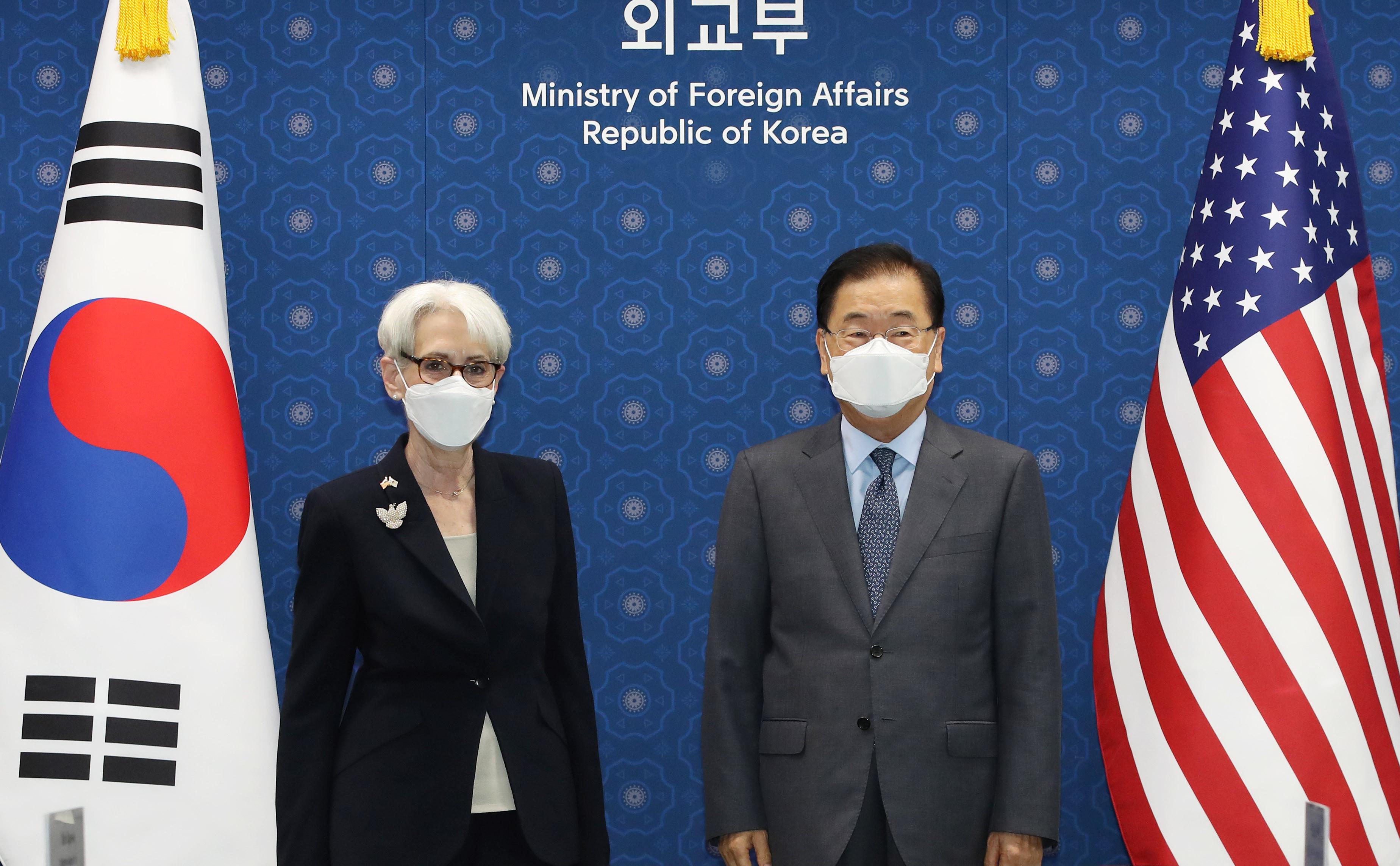 ▲▼美國副國務卿謝爾曼會晤南韓外交部長鄭義溶。(圖/達志影像)
