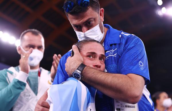 為兒治病參賽!拼到最後一屆 烏茲別克體操女將淚別…全場鼓掌