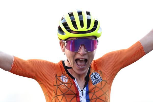 荷蘭單車女將嗨爆!以為奪金卻崩潰 「冠軍早就抵達」竟是業餘者