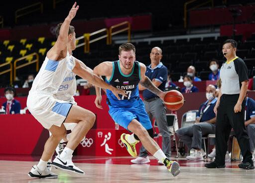 台灣裁判碰上金童唐西奇 于容執法登東奧籃球舞台